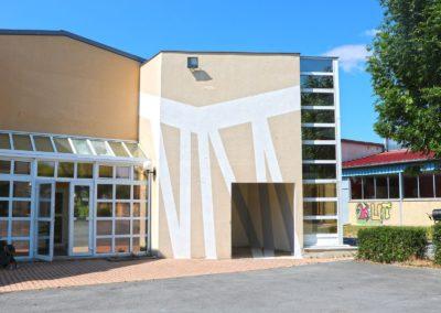 peinture sur la façade du bâtiment administratif du lycée